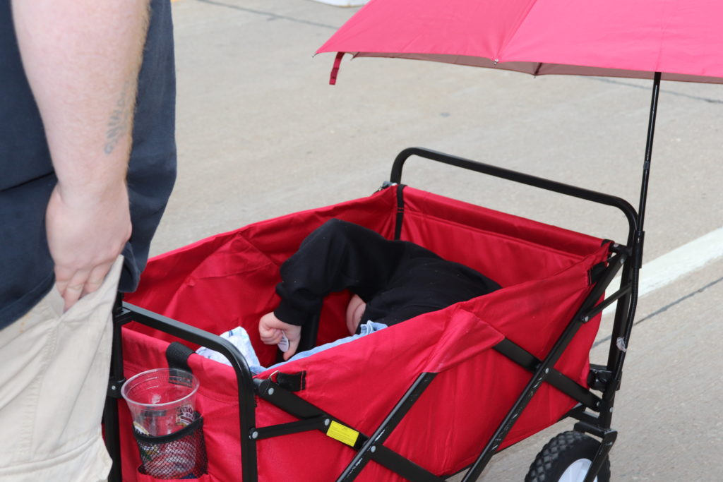 child in a wagon at the farmers market