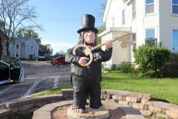 One of the many trolls in Troll Town USA