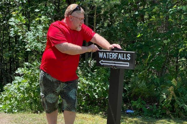 Gary and the Waterfalls sign