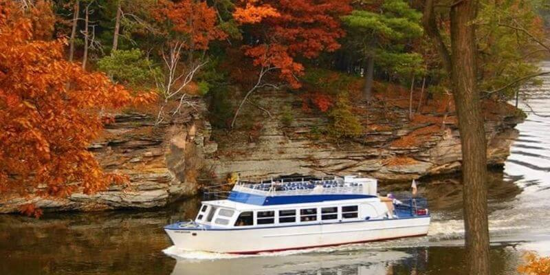Boat ride n the Wisconsin Dells in the Fall