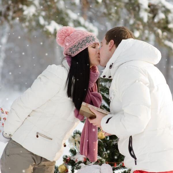 35 Magical and Romantic Christmas Date Ideas For Couples